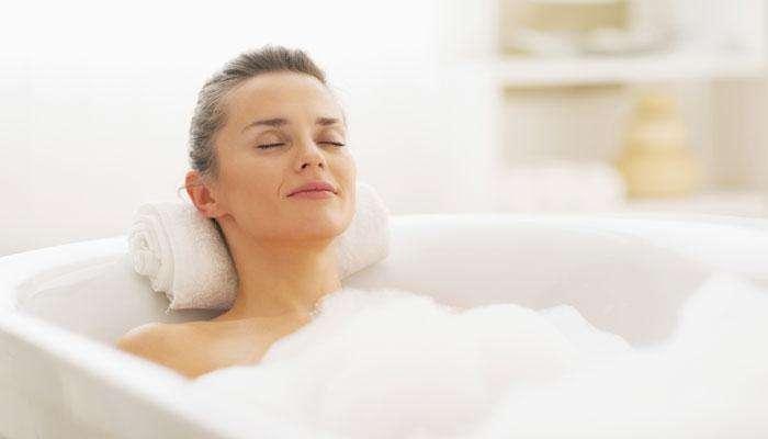 उन्हाळ्यात रोज रात्री आंघोळ केल्याने होतील हे 4 फायदे