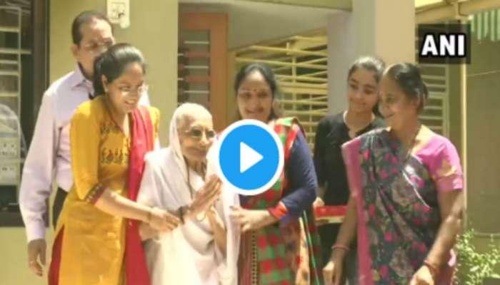 Election results 2019 VIDEO : निकालानंतर पंतप्रधान मोदींची आई पुन्हा जनतेसमोर....