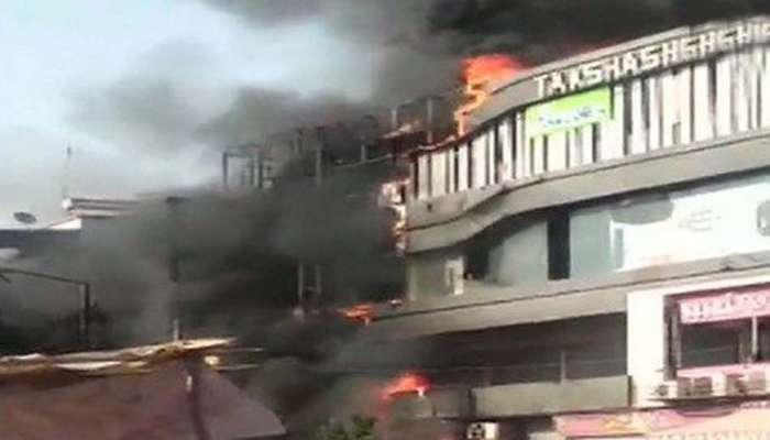 सुरत येथील आगीत २० जणांचा मृत्यू, कुटुंबीयांना ४ लाखांची मदत जाहीर