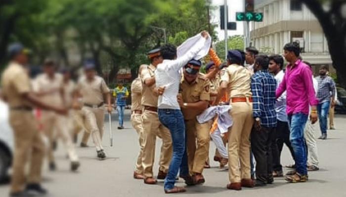 धनगर आरक्षणासाठी महाराष्ट्र यशवंत सेना आक्रमक, विधीमंडळात घुसण्याचा प्रयत्न