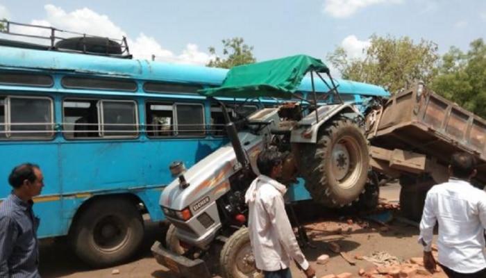 यवतमाळमध्ये एसटी बस ट्रॅक्टरला धडकल्याने एसटी चालकाचा मृत्यू, 15 प्रवासी जखमी