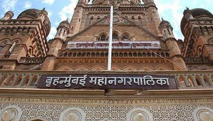 शौचालय वाचवण्यासाठी मुंबई महानगरपालिकेच्या मुख्यालयात आत्मदहनाचा प्रयत्न