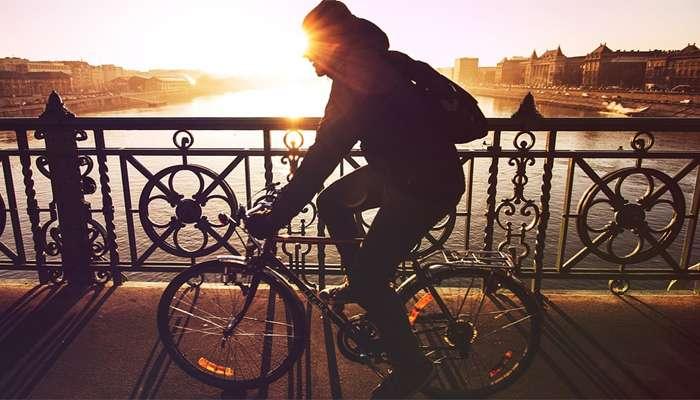 नियमित सायकल चालवणे आरोग्यास लाभदायक