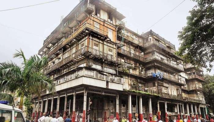 मुंबईत शेकडो धोकादायक इमारती, लालफितीमुळे मुंबईकरांचा जीव टांगणीला