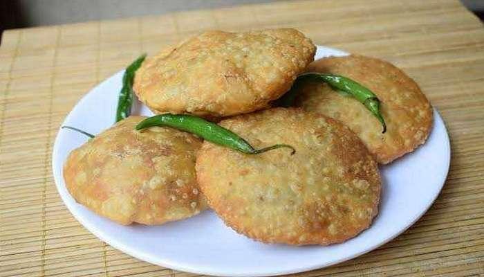 फक्त 10 रुपयात 3 भेटून रायल्या शेगावं कचोरी ! खातं का बे..?