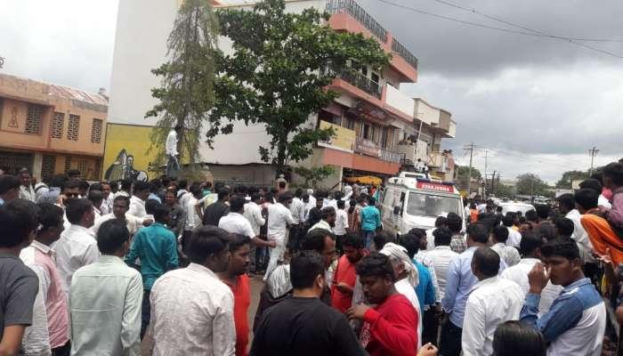 करमाळ्यात इमारतीचा स्लॅब कोसळला, बँक ऑफ महाराष्ट्रचे कर्मचारी ढिगाऱ्याखाली अडकले