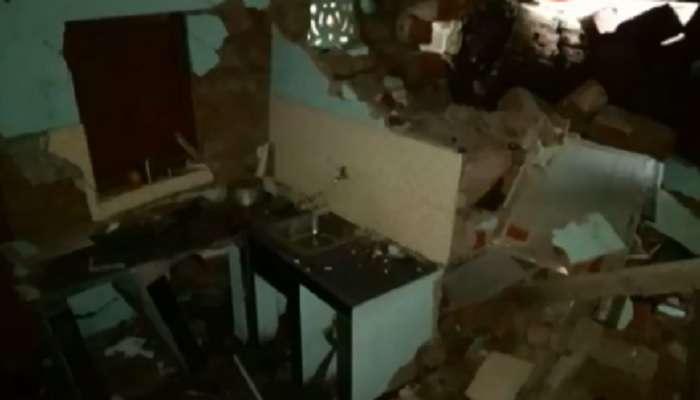 रत्नागिरीमध्ये घरावर दरड कोसळली