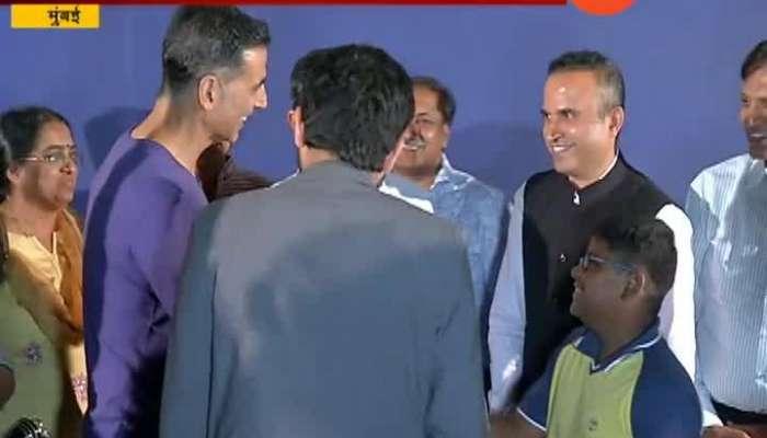 Spotlight | Mumbai | Akshay Kumar In Plaza Theater With BMC Employee For Mission Mangal