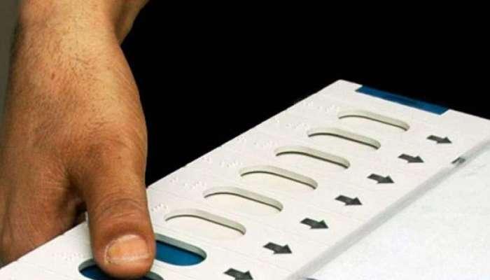 अकोल्यात शाळेतील निवडणुकीसाठी ईव्हीएमचा वापर