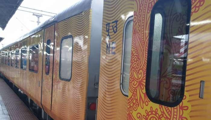देशातील पहिली कॉरपोरेट ट्रेन सुरु; एका क्लिकवर येणार 'तेजस' हॉस्टेस