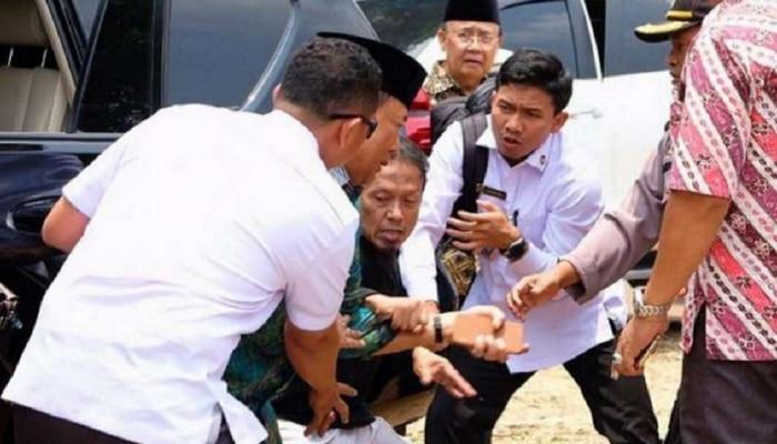 'आयसिस' दहशतवाद्यानं सुरक्षामंत्र्याला भोसकलं, घटना कॅमेऱ्यात कैद