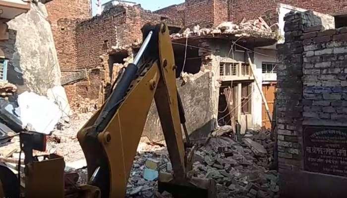सिलिंडर स्फोटात दोन मजली घर कोसळले, सात जणांचा मृत्यू