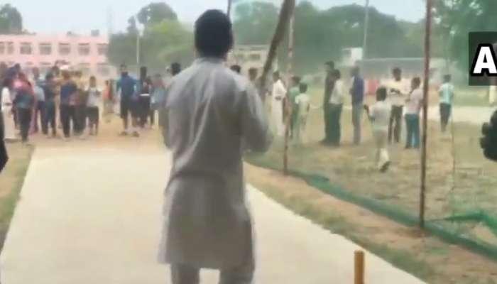 हेलिकॉप्टरचे इमर्जन्सी लँडिंग झाल्यानंतर राहुल गांधी क्रिकेट खेळायला मैदानात