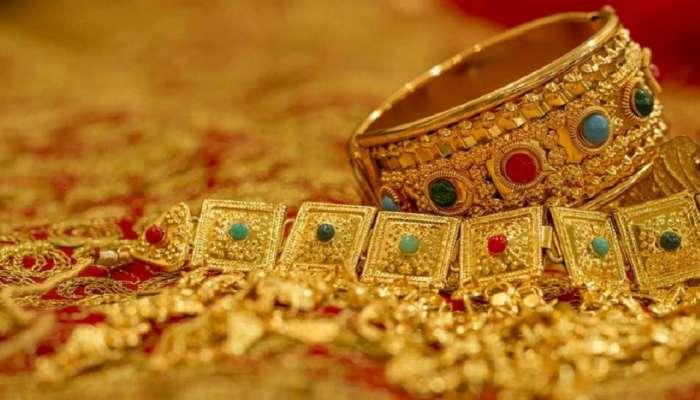 सोन्याच्या किंमतीत घसरण; काय आहे आजचा दर?