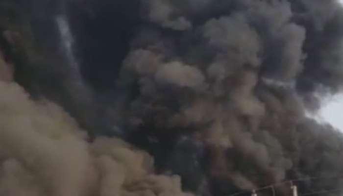 ठाण्यात आगीनंतर सिलिंडरचे स्फोट, २२ झोपड्या जळून खाक