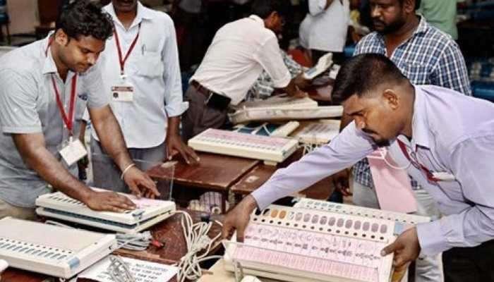 अकोल्यात मतदानाला सुरुवात, भाजप-शिवसेना स्वबळावर तर काँग्रेस - राष्ट्रवादीची आघाडी