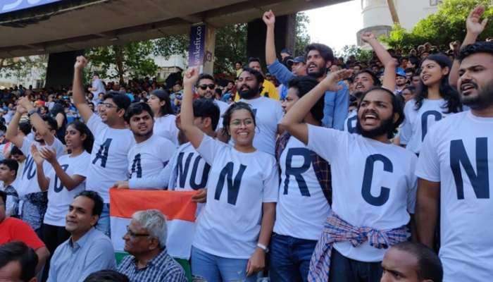 भारत-ऑस्ट्रेलिया सामन्यावेळी CAA आणि NRC विरोधात निदर्शने