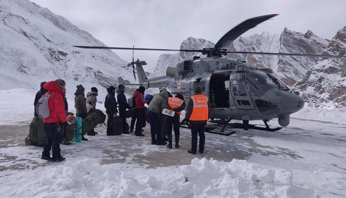 अडचणीत सापडलेल्या ७१ ट्रेकर्सची सुटका, भारतीय वायुसेनेची कामगिरी