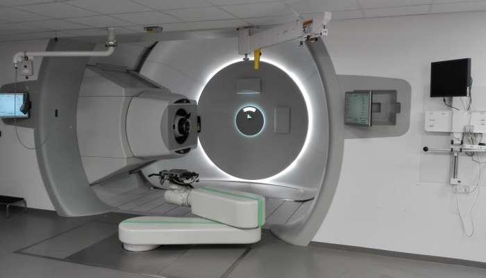 कॅन्सरवर प्रभावी उपचार करणारी 'प्रोटोन थेरपी' मिळणार अत्यल्प दरात