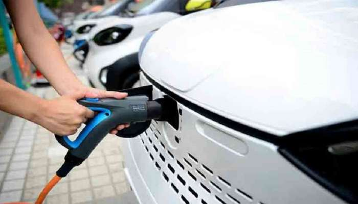 इलेक्ट्रिक वाहनं चार्ज करण्यासाठी लवकरच सुरु होणार ७०० चार्जिंग स्टेशन