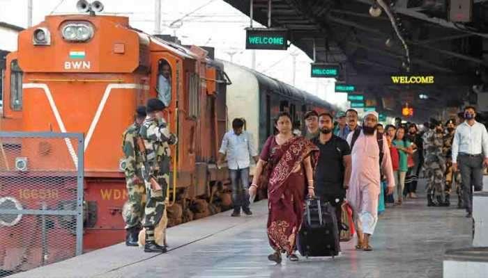 कोरोनामुळे भारतीय रेल्वेची महत्त्वाची सेवा तूर्तास बंद