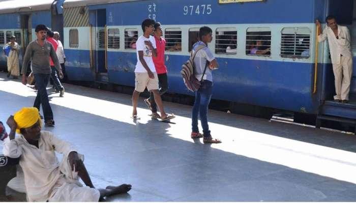 रेल्वे तिकिटासाठी पैसे नसलेल्या कामगारांना असं मिळालं तिकिट