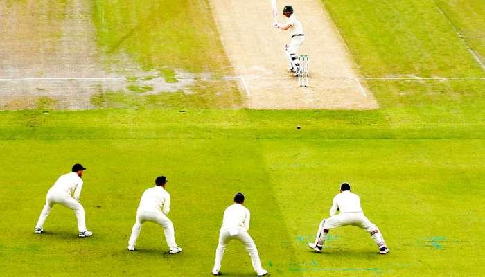 मॅच सुरू असताना क्रिकेटपटूला कोरोना झाला तर... आयसीसीचे नवे नियम जाणून घ्या