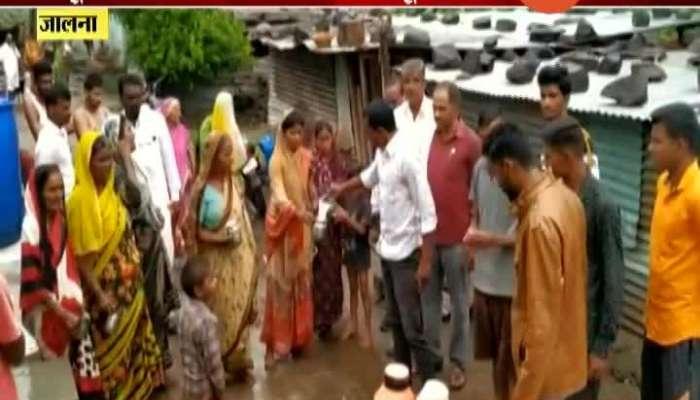 Movement To Distribute Milk In Jalna By Swabhimani Shetkari Sangatana