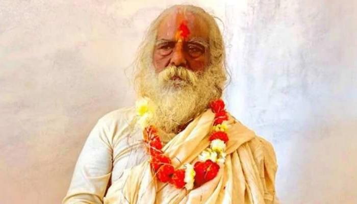राम मंदिर भूमीपूजनावेळी पंतप्रधानांसोबत व्यासपीठावर दिसलेले 'ते' महंत कोरोना पॉझिटीव्ह