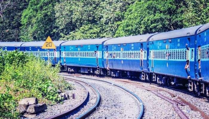कोकणात गणपती स्पेशल ट्रेन चालवायला रेल्वे तयार, राज्य सरकारच्या होकाराची प्रतीक्षा