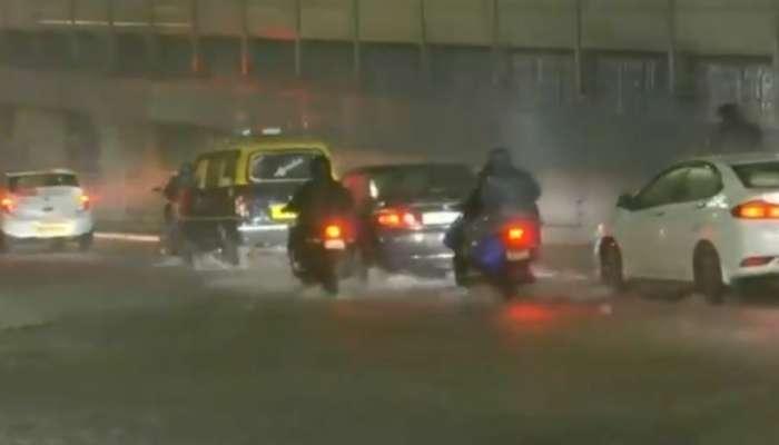 मुंबईमध्ये विजांच्या कडकडाटांसह मुसळधार पाऊस