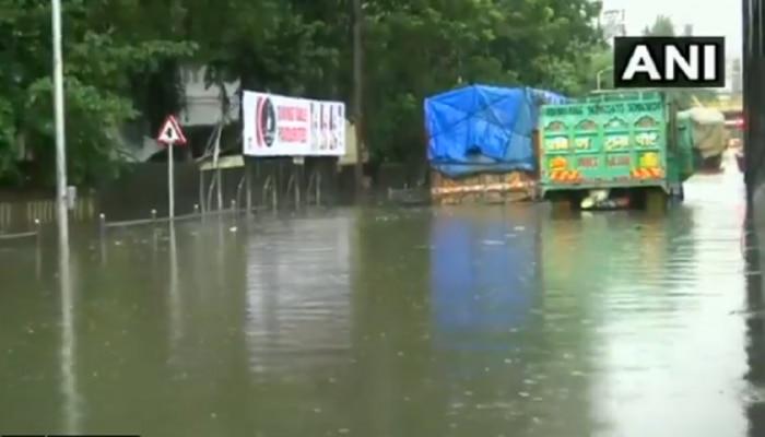 रस्ते जलमय; मुंबईत रात्रभर पावसाची जोरदार बॅटिंग