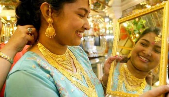 Gold Rates Today : सोन्या, चांदीच्या दरात पुन्हा घसरण; जाणून घ्या दर
