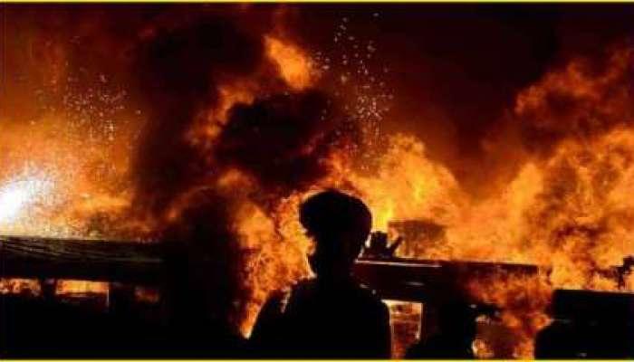 रिऍक्टरच्या स्फोटानंतर भीषण आग; आजूबाजूच्या घरांनाही हादरे