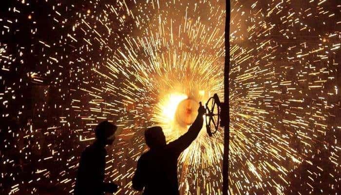 फटाकेबंदी म्हणजे हिंदू धर्मविरोधी कार्य, करणी सेनेचा आरोप