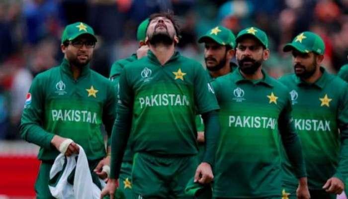 पाकिस्तानचा कर्णधार बाबर आझमवर महिलेचा शारीरिक शोषण केल्याचा आरोप
