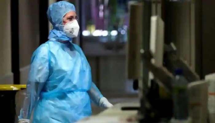 नर्सने कोरोनाबाधितासोबत हॉस्पिटलच्या टॉयलेटमध्ये ठेवले शारीरिक संबंध
