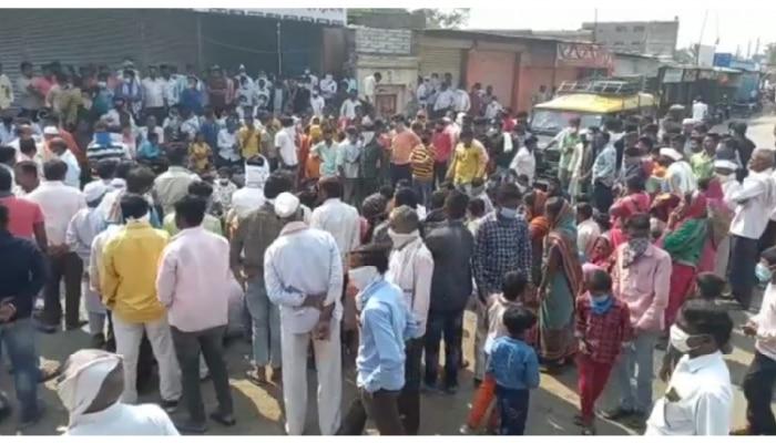 ट्रकच्या धडकेत विद्यार्थ्याचा मृत्यू, ग्रामस्थांचं रास्तारोको