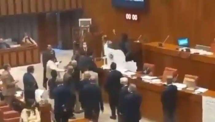 संसदेत चीनचा कॅमेरा, पाकिस्तानात हंगामा; पंतप्रधान इम्रान यांची विरोधकांकडून पोलखोल