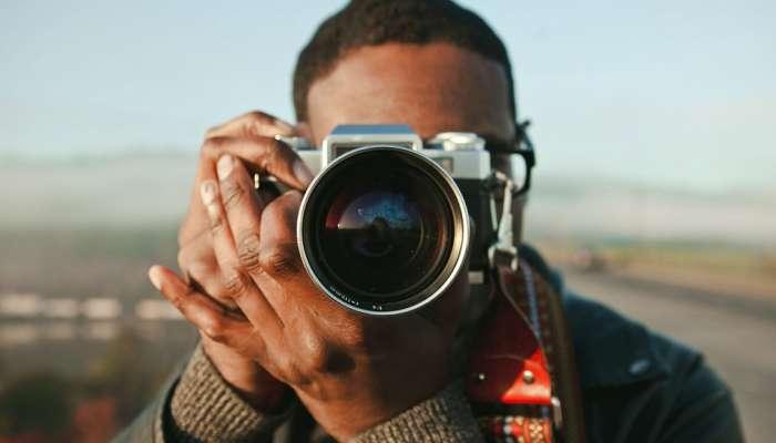 एक स्माईल दुनिया बदलू शकते, एका फ़ोटोग्राफरने 'या' 10 फ़ोटोमध्ये स्माईल कॅमेऱ्यात कैद केली आहे