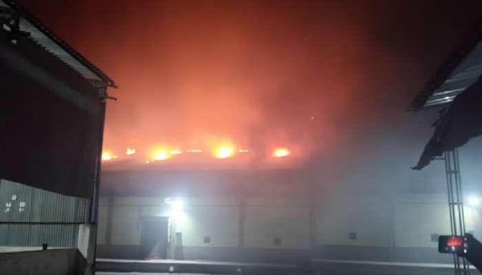 बाजार समितीच्या प्रांगणात मोठी आग, गोदामातील संपूर्ण अन्नधान्य आगीच्या भक्ष्यस्थानी
