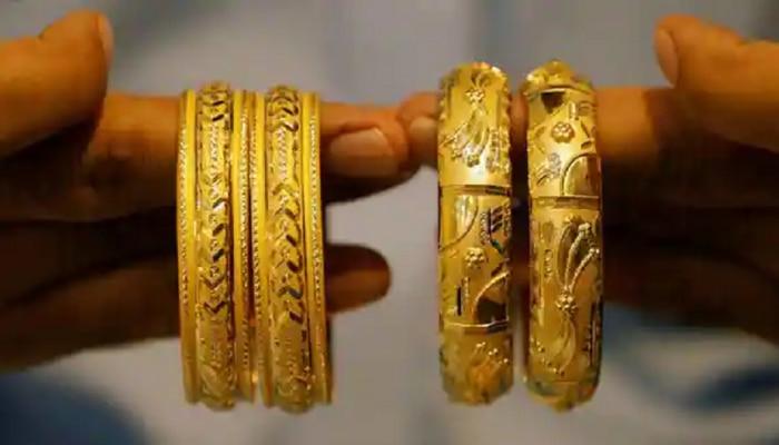 सोन्याचे भाव घसरताय? असाच ट्रेंड कायम राहिल्यास इतके रुपये तोळा सोनं मिळणार