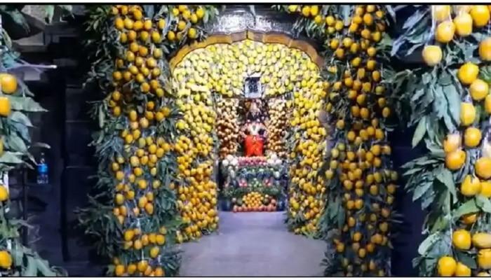 पंढरपूरच्या विठूरायाच्या मंदिराला अक्षय्यतृतीयेला ७ हजार आंब्यांची आरास