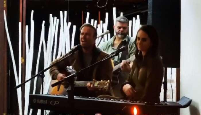 एबी डिव्हिलियर्सने पत्नीसोबत गायलं गाणं, अनुष्का शर्मा आणि मॅक्सवेलनं दिली प्रतिक्रिया, व्हिडीओ