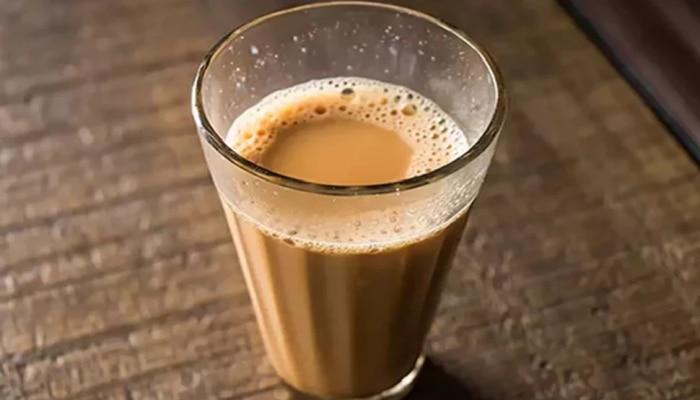Health News: चुकूनही चहासोबत या ५ गोष्टी खाऊ नका