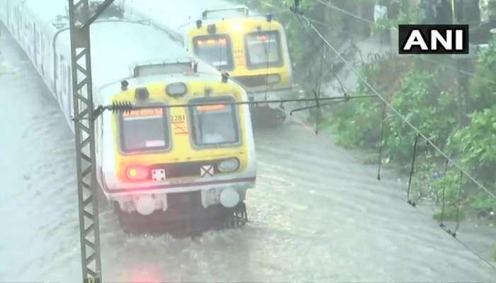 पहिल्याच पावसानं झोडपलं; मुंबईची सद्य परिस्थिती दाखवणारे फोटो