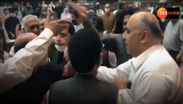 पाकिस्तान पंतप्रधान इम्रान खान यांना म्हटलं गाढव... संसदेत अराजकता