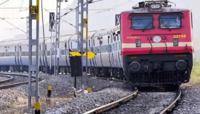 खुशखबर... रेल्वेचं तत्काल तिकिट कॅन्सल केलं तर पैसे परत मिळणार...पण किती आणि नेमक्या अटी काय?