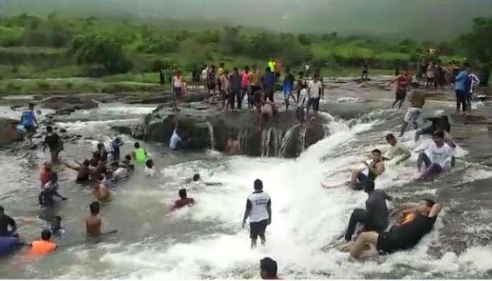 अंबरनाथच्या मलंगगड परिसरात पर्यटकांची तूफान गर्दी