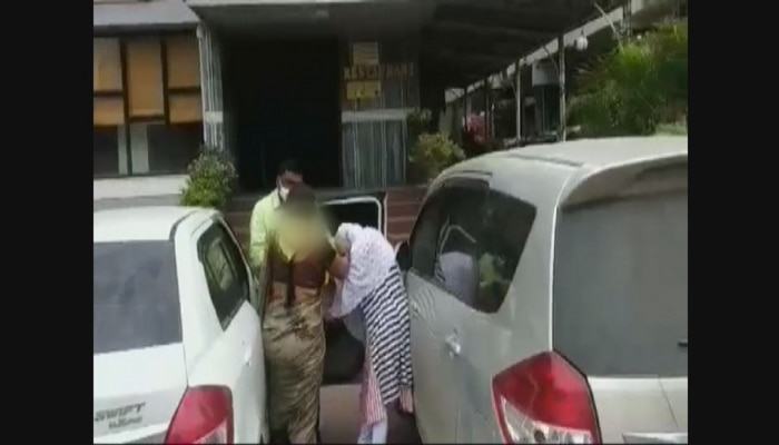 बायकोकडून नवऱ्याच्या गर्लफ्रेन्डची धुलाई...नवरा म्हणतोय, जाऊ दे ना वं...व्हीडिओ व्हायरल